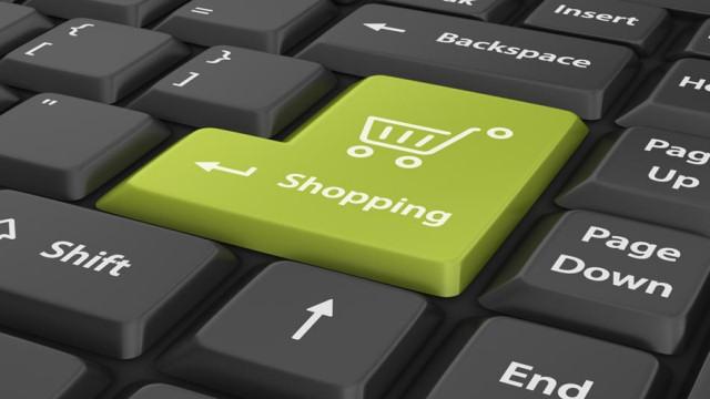 """Continua la crisi dei negozi """"tradizionali"""" mentre cresce lo shopping online in Italia"""